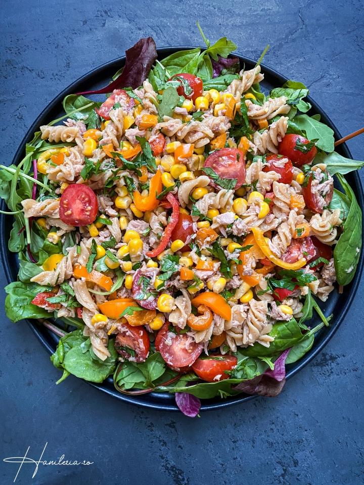 Salata usor picanta cu ton si paste delinte
